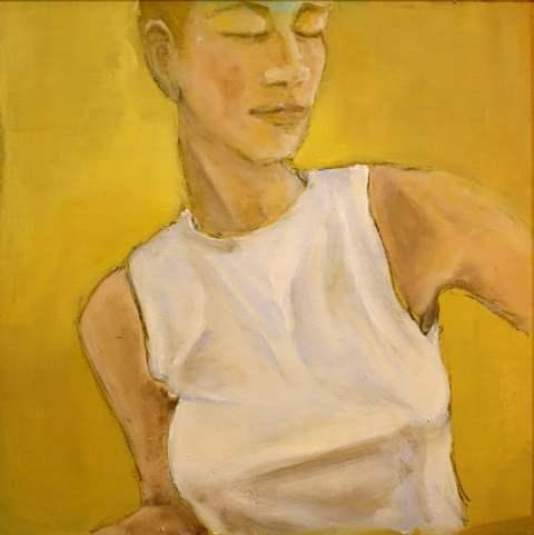 Dame vor Gelb
